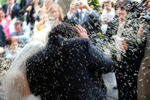 bridalcouplericethrowing